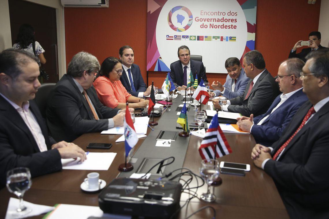 Em dia de atos pró-Moro, Fátima e governadores do NE pedem liberdade de Lula
