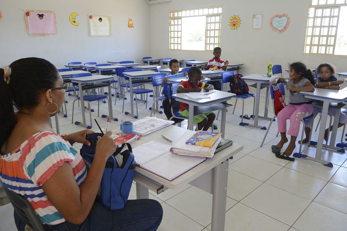 Relator permite aposentadoria integral de professoras aos 57 anos