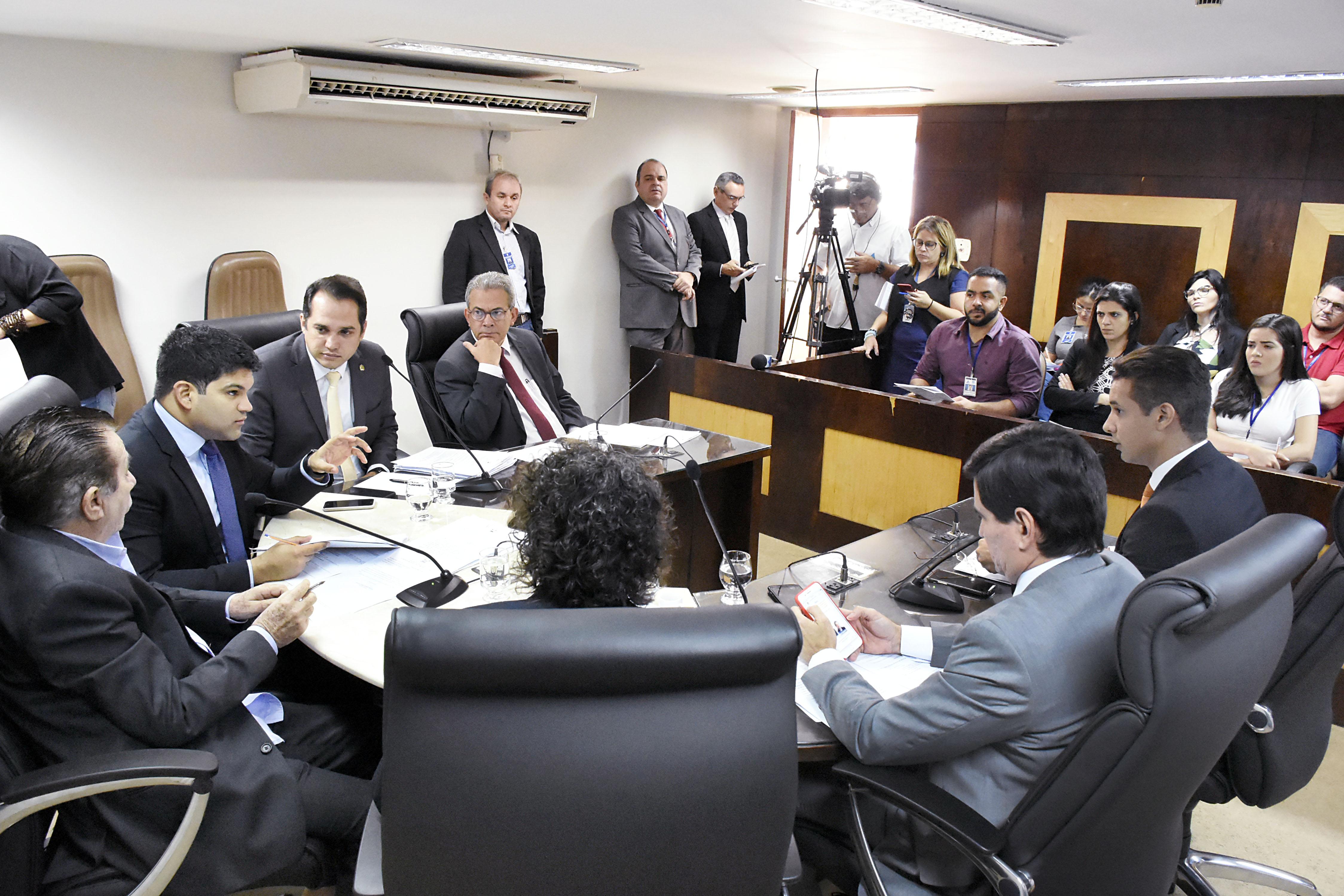 CCJ da Assembleia aprova entrega de título de cidadão potiguar a Bolsonaro