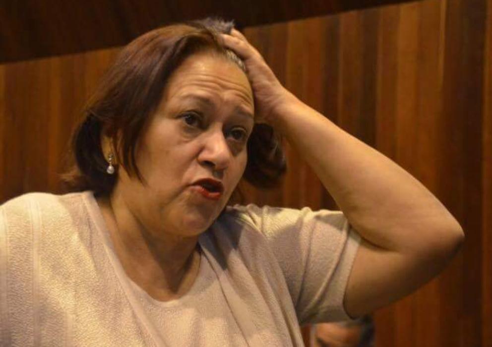 Deputado questiona histórico de Fátima: 'Alguém tem foto dela dando aula?'