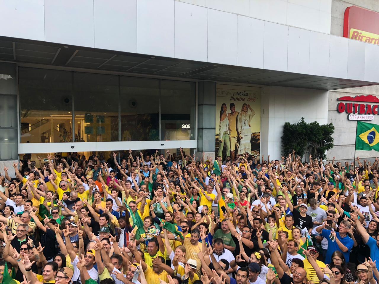 Movimentos de direita realizam protesto em apoio à Operação Lava Jato