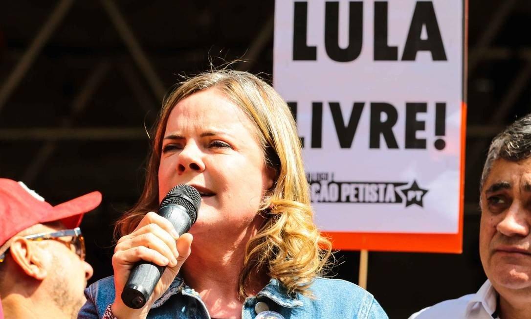 Época: Presidente do PT usou verba da Câmara para visitar Lula na cadeia