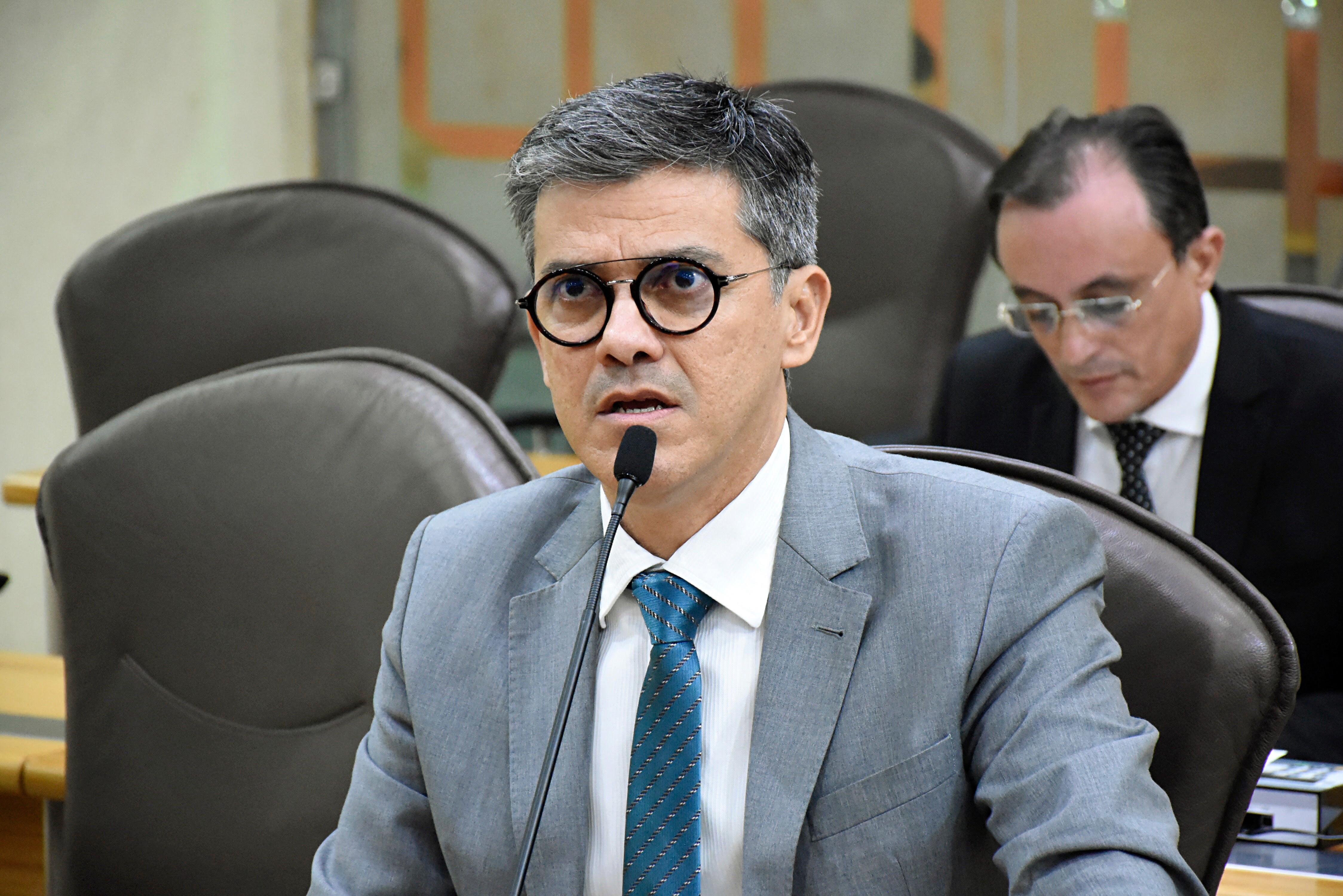Deputado lamenta não adesão ao programa de fomento ao ensino cívico-militar