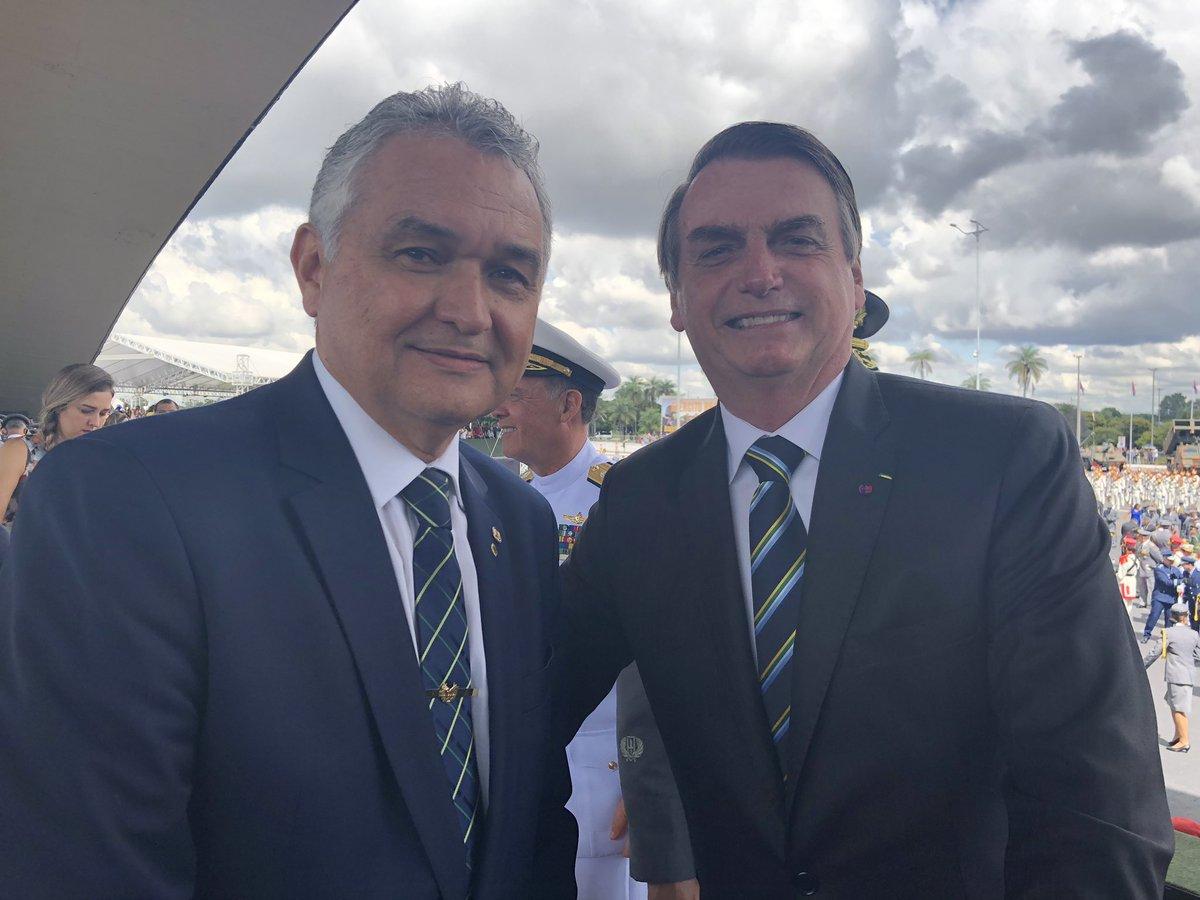 Girão garante apoio a Bolsonaro em 'pendenga' com direção do PSL