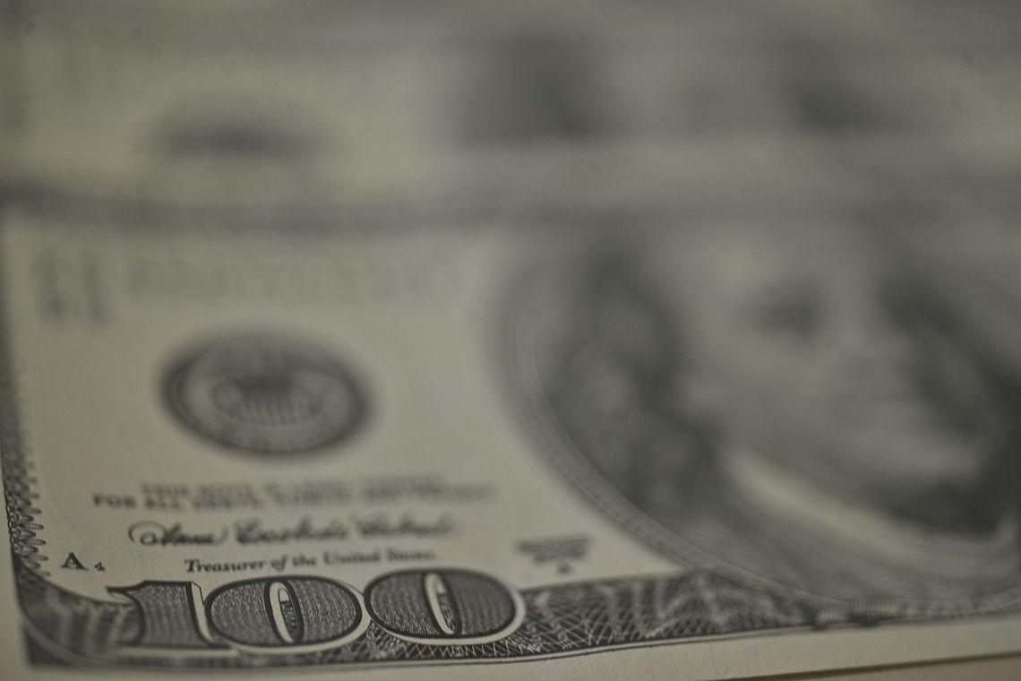Nova Previdência faz dólar despencar e bolsa bater novo recorde: 107 mil pontos