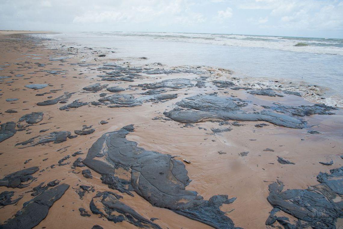 Marinha diz que mais de mil toneladas de óleo foram retiradas do NE