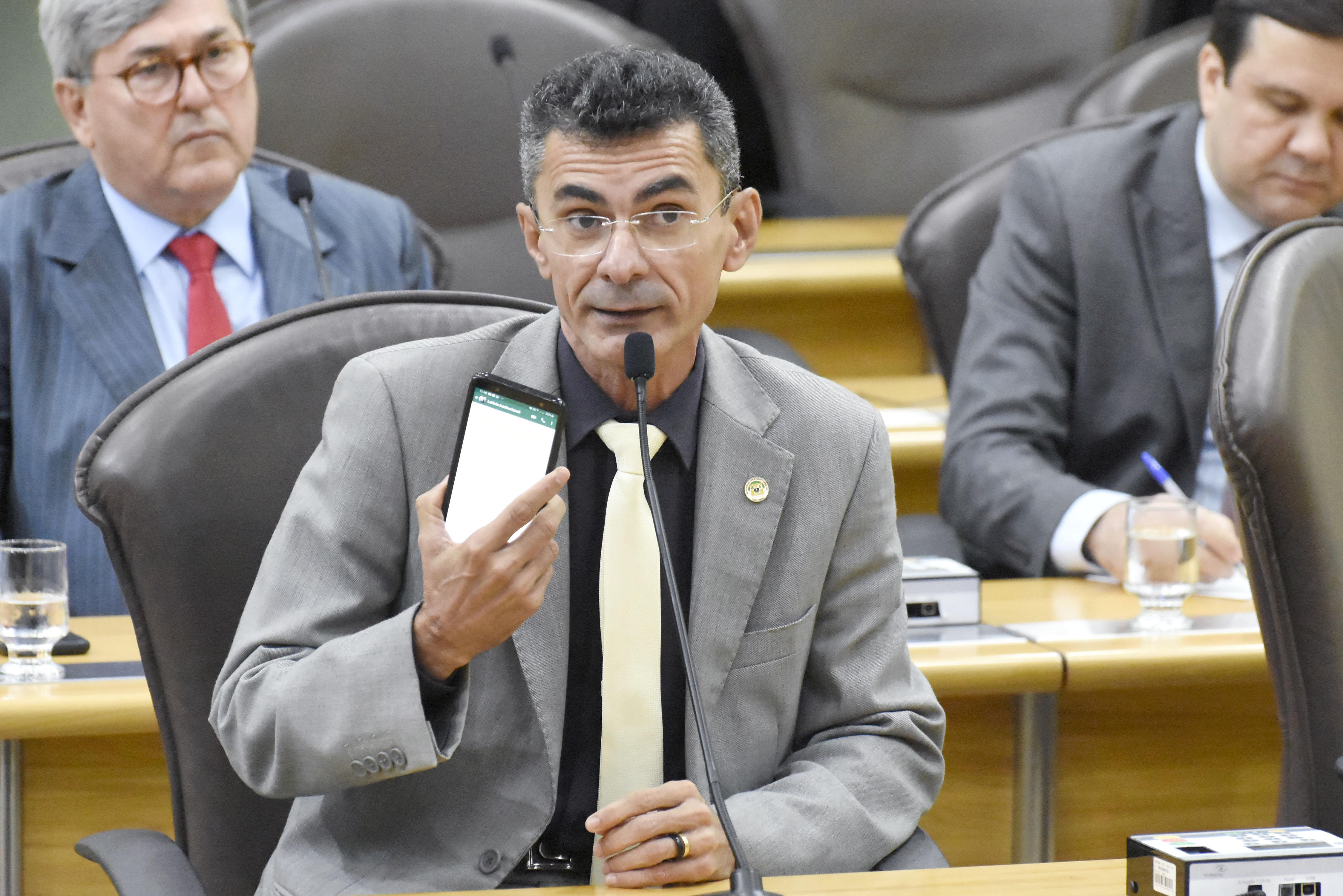 """Sindicato detona deputado do PT após votação: """"Jogou história no lixo"""""""