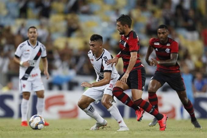 Flamengo e Vasco empatam em jogaço de 8 gols no Maracanã