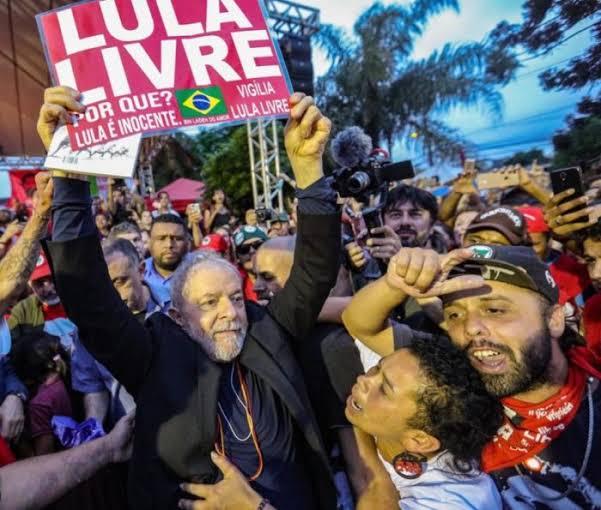 """Lula: """"Não sou pombo-correio para colocar tornozeleira"""""""