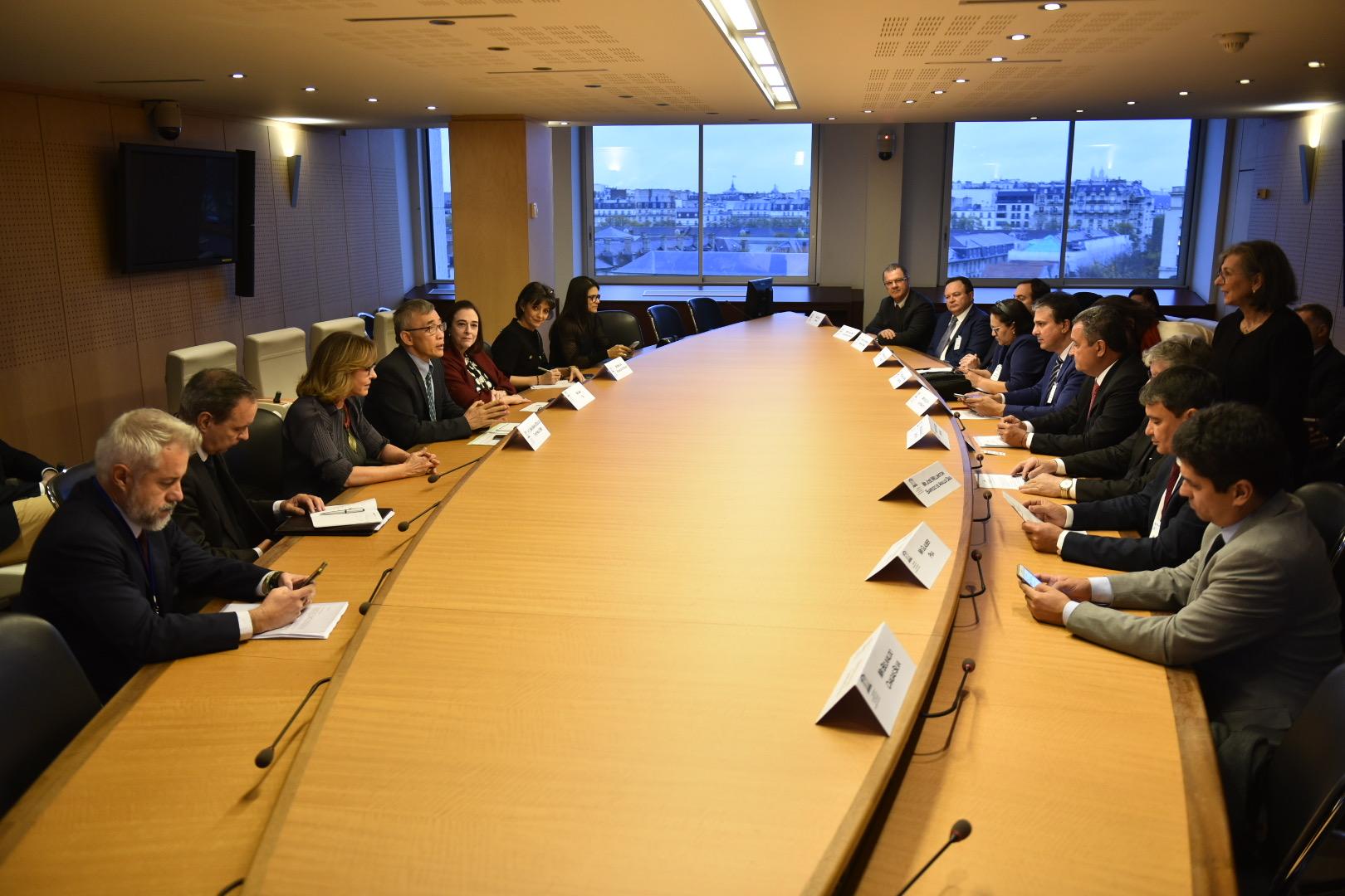 Resultado de imagem para Governadores discutem na França criação de rota de gás natural no Nordeste