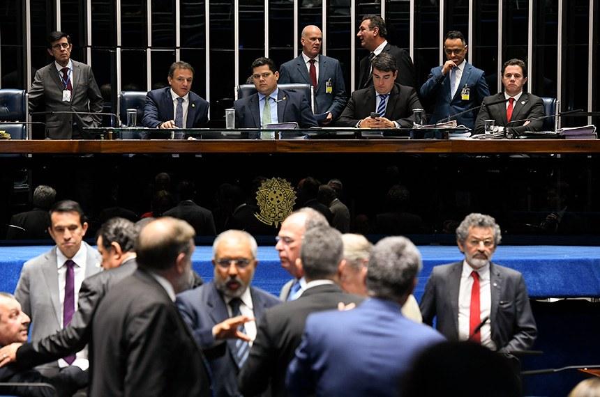 Senado aprova reinclusão de Estados e municípios na previdência em 2º turno