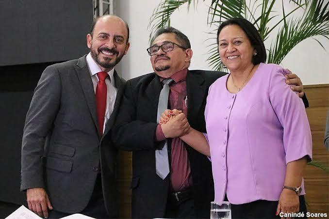 """Secretário do governo Fátima chama Bolsonaro de """"presidente de merda"""" em poesia"""