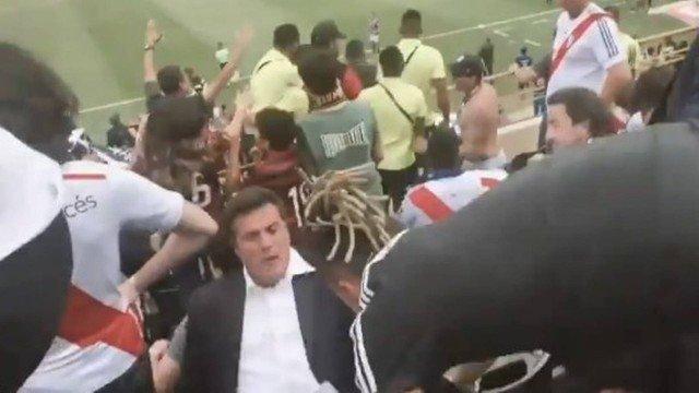 Ex-goleiro Júlio César desmaia após o Flamengo ganhar a Libertadores; veja