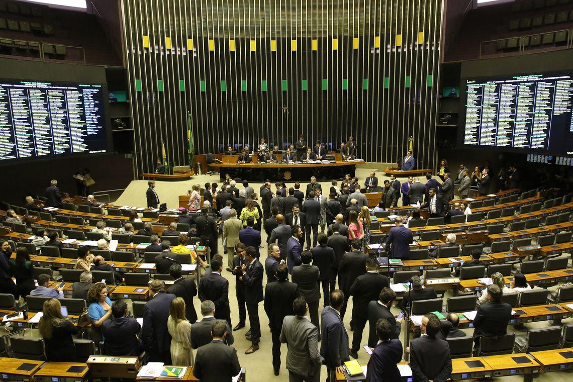 Câmara aprova MP que cria o Médicos pelo Brasil; Senado tem 24h para votar