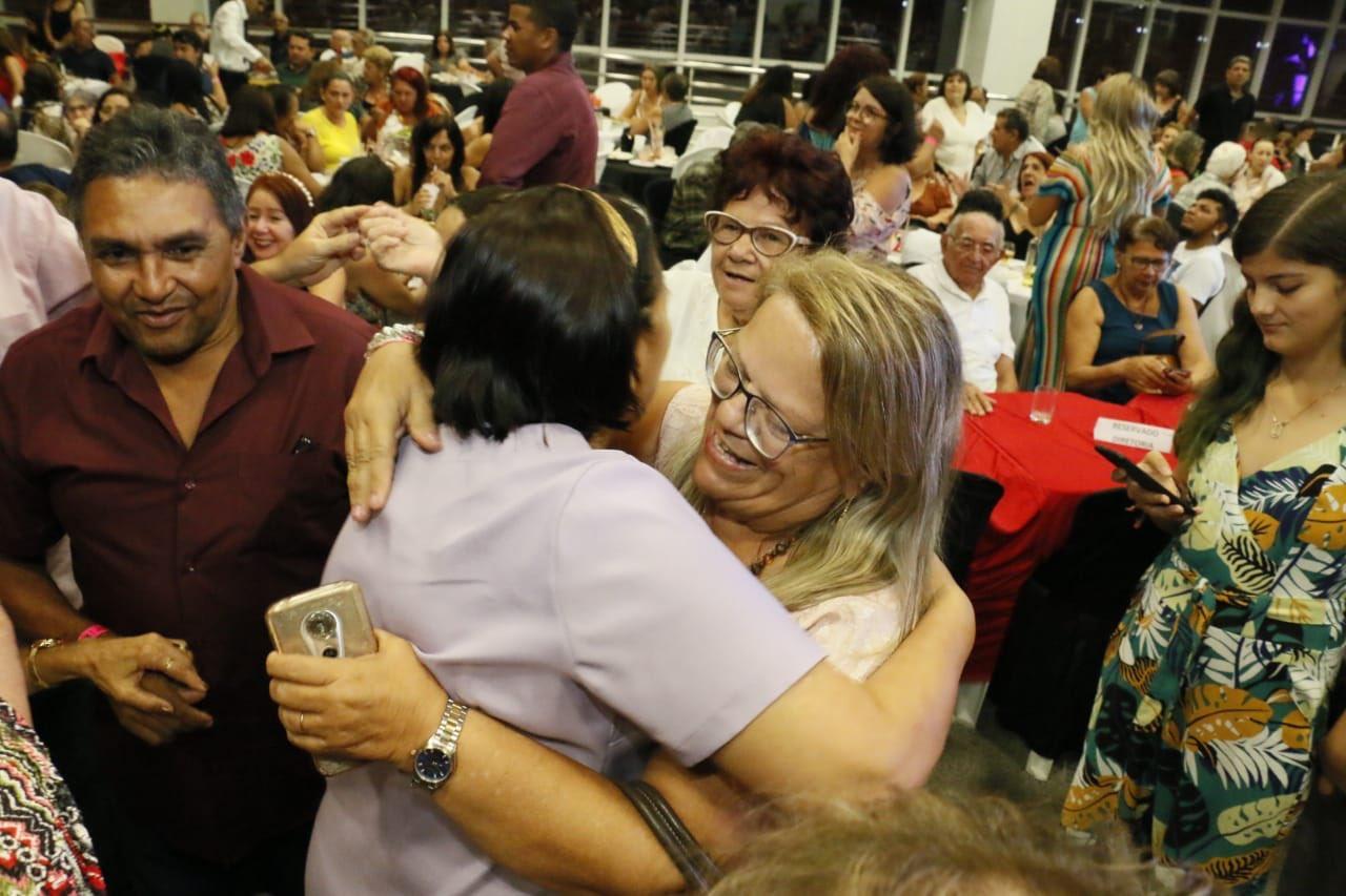 Fátima vai a evento do Sinte e ninguém protesta contra mudanças na Previdência