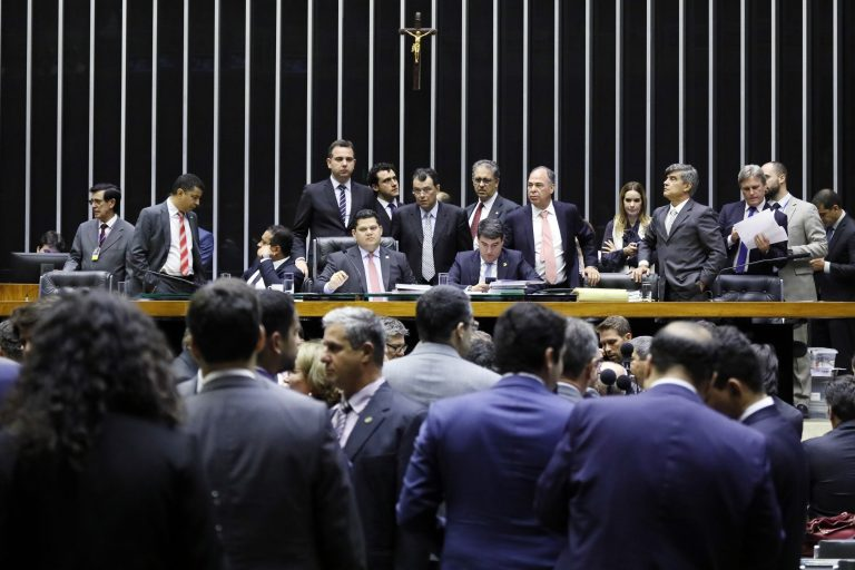 Congresso aprova Orçamento com fundo eleitoral de R$ 2 bilhões para 2020