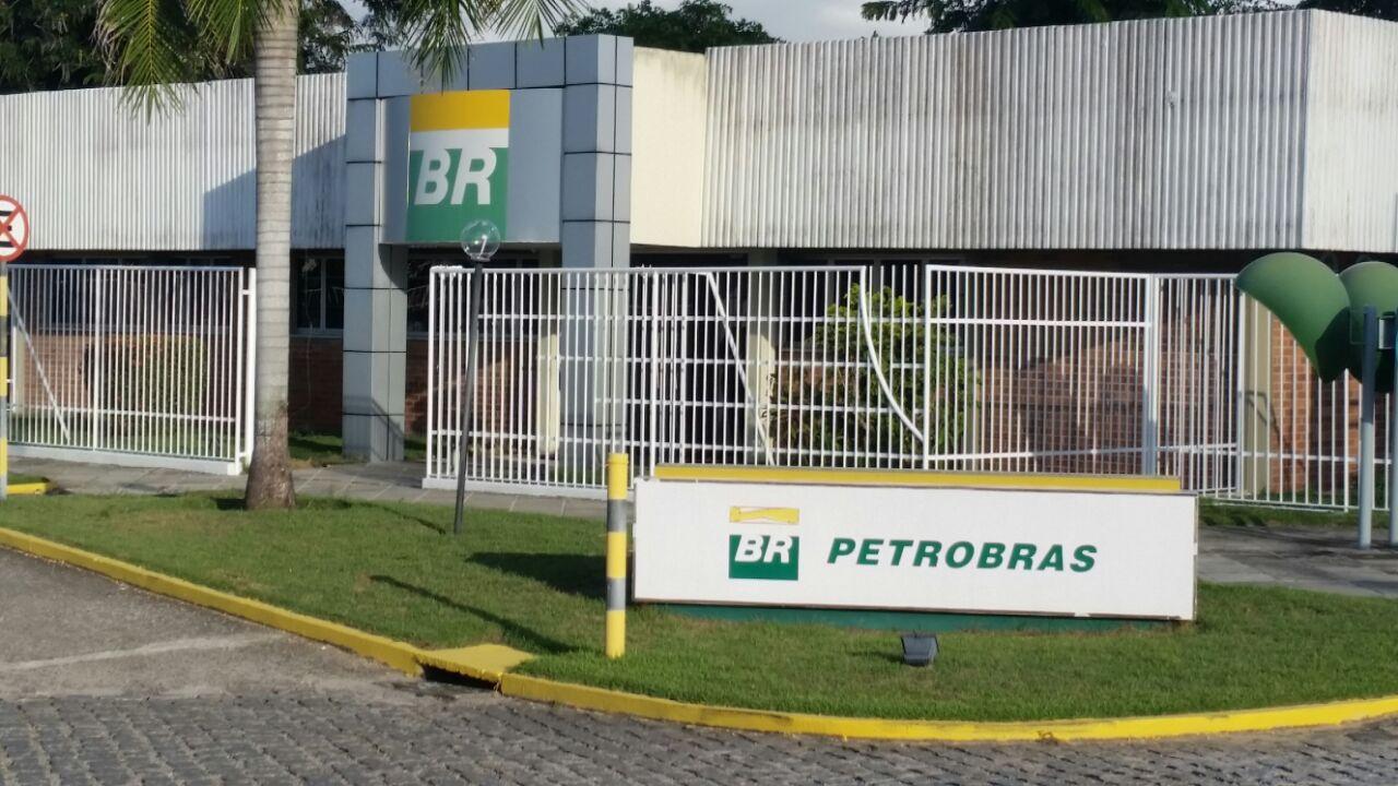 Ministro diz a Fátima que Petrobras permanecerá no RN, mas com restrições