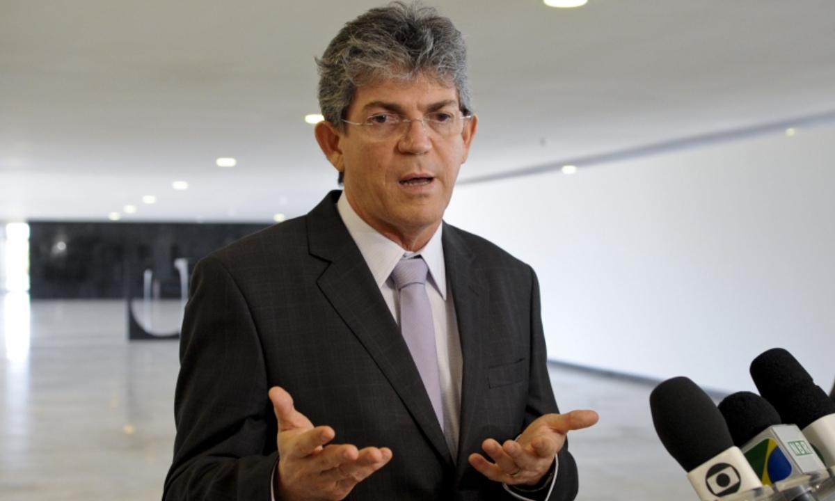 Ex-governador da PB e outros são libertos da prisão por ordem do STJ