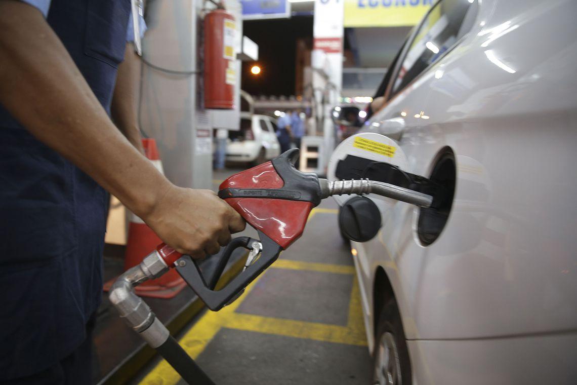 Governo estuda compensação em caso de alta dos combustíveis