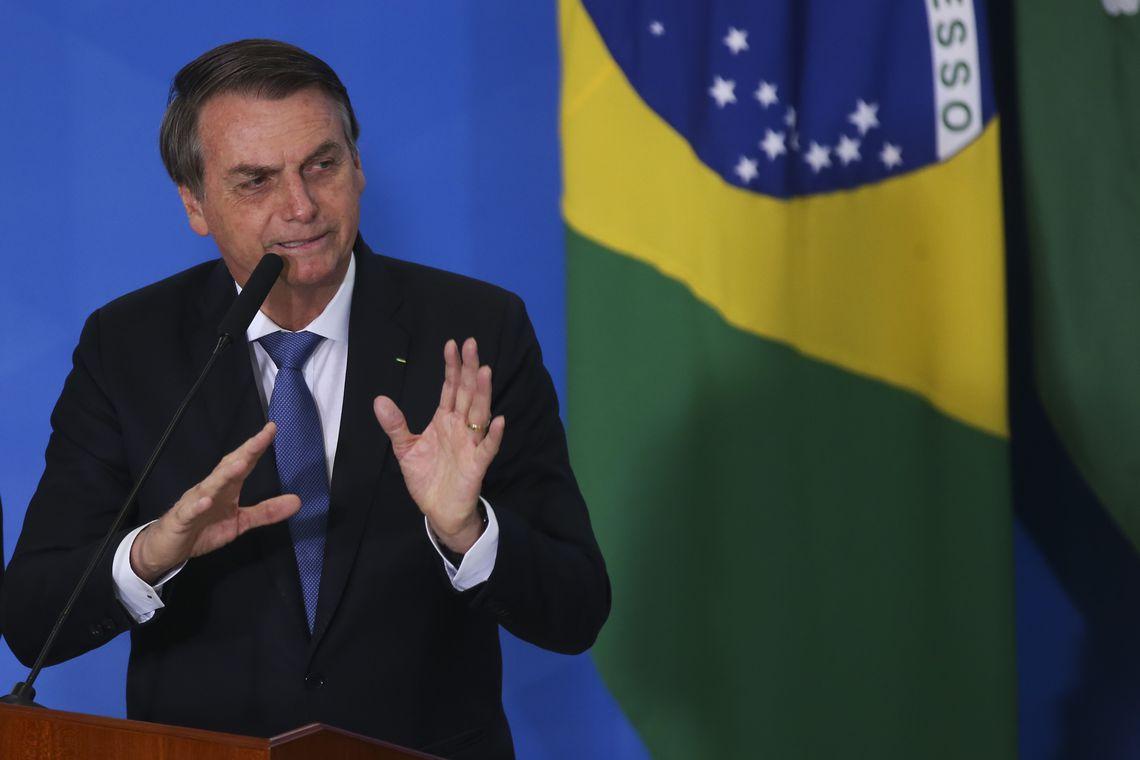 Bolsonaro anuncia novo aumento do salário mínimo para fevereiro