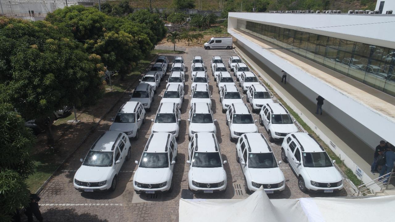 Em parceria com governo Bolsonaro, Fátima entrega mais de 50 viaturas ao RN
