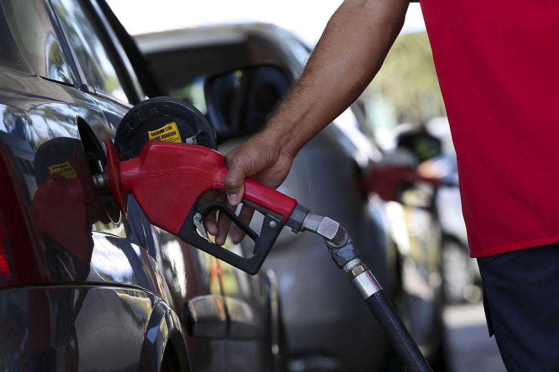 Bolsonaro confirma projeto para mudar cobrança de ICMS sobre combustíveis