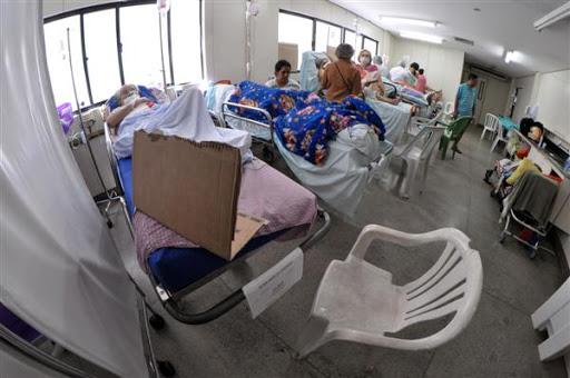 Walfredo Gurgel amanhece com 96 pacientes em macas nos corredores, diz Sindsaúde