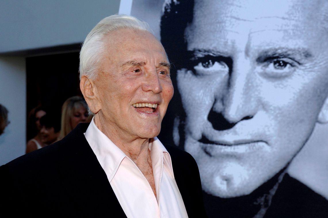 Morre aos 103 anos ator considerado uma lenda do cinema em Holywood