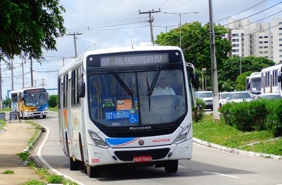 Prefeito de Natal anuncia suspensão do aumento da passagem de ônibus