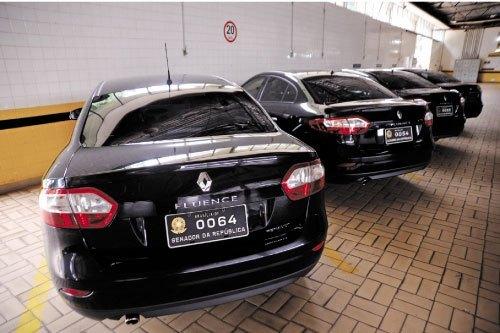 Frota de carrões oficiais dos Senadores custa R$146 mil só em gasolina