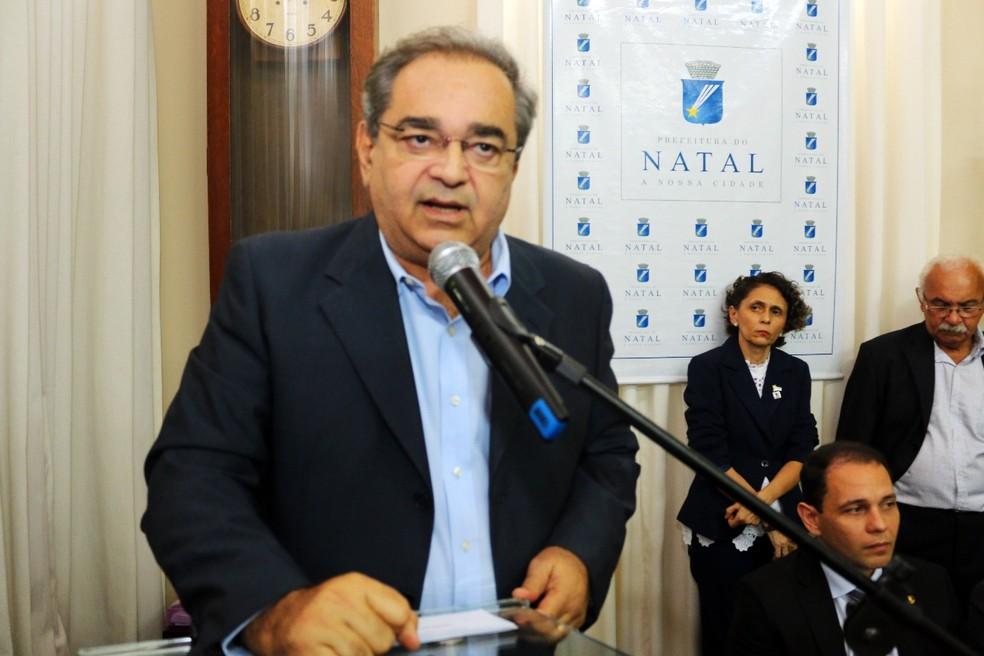Álvaro Dias lidera com folga pesquisa para Prefeitura do Natal; confira os dados