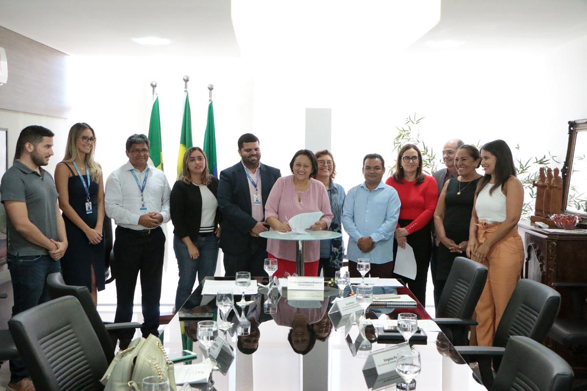 Governo Bolsonaro libera verba para construir mil casas para servidores do RN