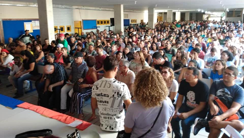 Em greve, professores do RN se reúnem hoje e querem reajuste de 12,84% neste mês
