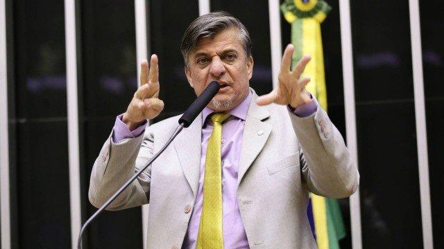 Deputado propõe que políticos tenham as mãos amputadas em casos de corrupção