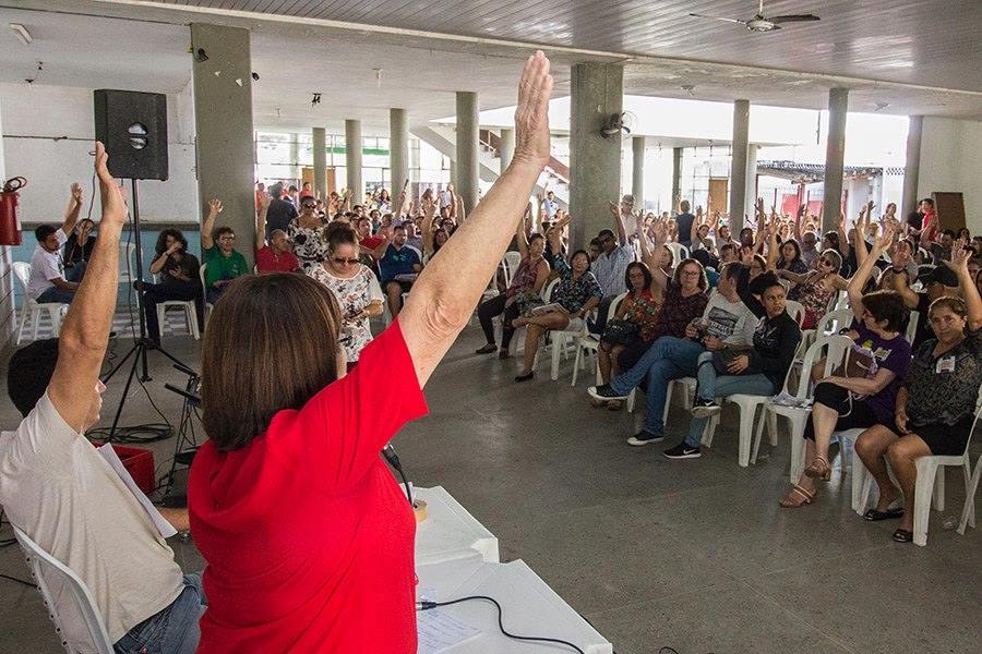 Professores do RN suspendem greve e pedem adiamento de conversas sobre reajuste